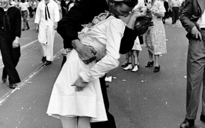 "Alfred Eisenstaedt's ""V-J Day in Times Square"" Homage Covers"